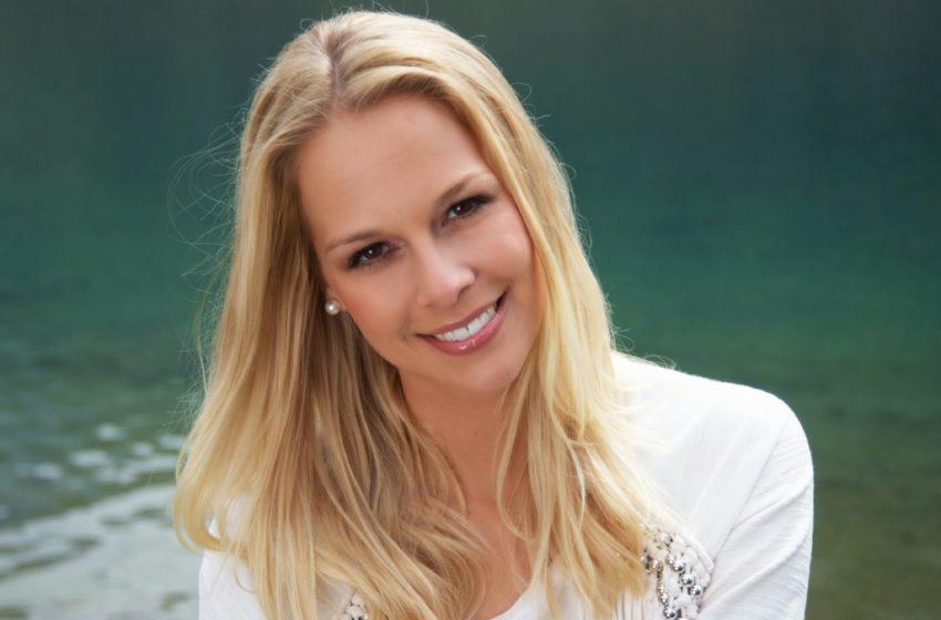 ترانهای از لیندا فه Linda Fäh خواننده سویسی به نام  Augen Wie Feuer  چشمانی همچون آتش
